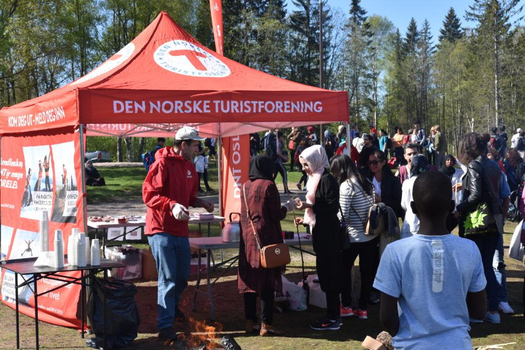 DNT-stand på flerkulturell friluftsfest